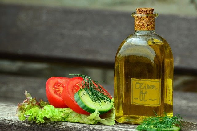 olive oil and tomato image